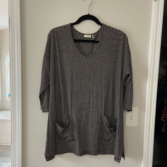 LOGO by Lori Goldstein Black and White tunic top